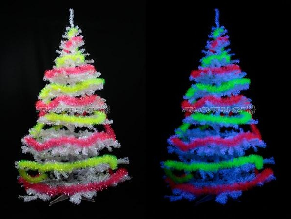 Sapin de Noël fluo réactif à la lumière noire